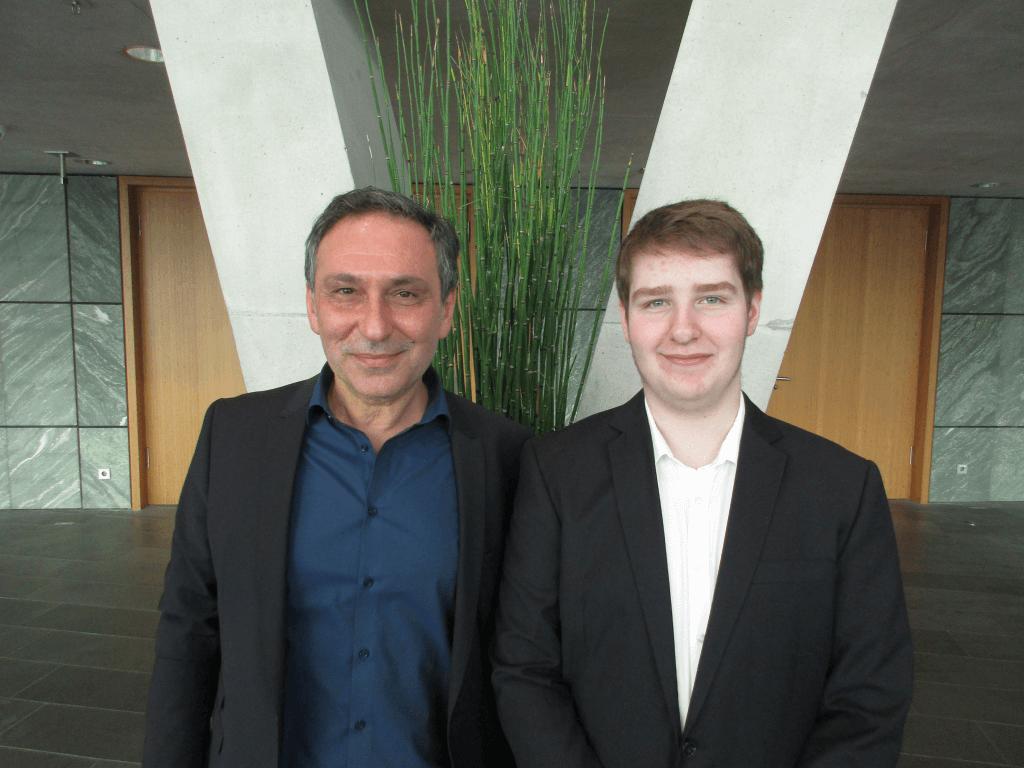 Yücel Akdeniz Vorsitzender des Schulausschusses der StadtDarmstadt unterstützt das Ehrenamt von Maik Möser